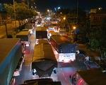 Hàng ngàn xe tải, ba gác... đổ về chợ đầu mối Thủ Đức trước