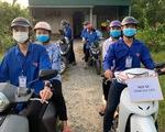 Đội 'xe ôm 0 đồng' chở thí sinh xa nhà, thí sinh khuyết tật đến điểm thi
