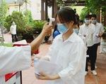 Một thí sinh nghi mắc COVID-19, chủ tịch huyện và giám đốc trung tâm y tế bị ngưng chức