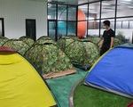 Dựng lều trại cho công nhân ở lại