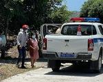 3 người đi xe máy về quê, test nhanh đều dương tính, cảnh sát hết lòng giúp thai phụ