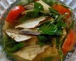 Lạ miệng với canh khô cá chỉ vàng nấu cà chua, lá quế