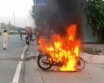 Thanh niên tự đốt xe khi bị công an kiểm tra ra đường trong thời gian giãn cách