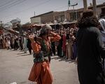 Sân bay Kabul căng thẳng: Mỹ siết bên trong, Taliban chặn bên ngoài
