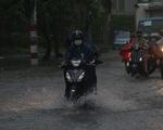 Miền Tây mưa sớm, miền Đông đề phòng gió lốc