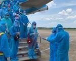 Quảng Bình đón 400 người dân về bằng máy bay