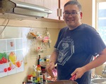 Tình người nơi tuyến đầu phòng chống dịch: Gian bếp nhỏ nấu ngàn phần ăn