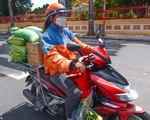 Giao hàng thiết yếu cho dân: Có shipper, đỡ quá tải