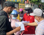Người dân gặp rắc rối vì giấy đi đường, cửa ngõ TP Vinh ùn tắc