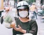 Hà Nội ngày đầu hàng quán được bán mang về: