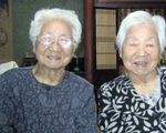 Cặp sinh đôi hơn 107 tuổi ở Nhật lập kỷ lục Guinness sống thọ nhất thế giới