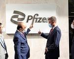 Chủ tịch nước Nguyễn Xuân Phúc đến thăm Công ty Pfizer