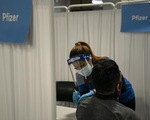 CDC Mỹ đề xuất tiêm vắc xin mũi bổ sung cho hàng triệu người già
