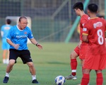 Dẫn dắt đội tuyển quốc gia lẫn U22 Việt Nam: Ông Park căng mình trên các mặt trận