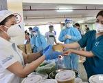 2.700 suất phở yêu thương phục vụ từ tầng hầm xe bệnh viện dã chiến