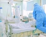 Rơi nước mắt khi xem y bác sĩ cứu thai phụ mắc COVID-19 trong