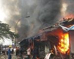 Nghệ An: cháy chợ Vinh, hàng chục gian hàng đang bị thiêu trụi