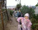 Phú Yên: 30 người dân và 1 tàu cá mắc kẹt trên biển