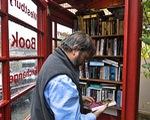 Thư viện trong... buồng điện thoại công cộng