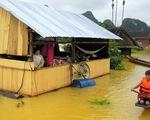Từ chiếc nhà phao 'sống chung với lụt'...