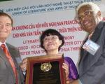 Nhà văn Trần Thùy Mai nhận giải thưởng văn chương