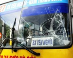 Nam thanh niên lao đầu vào xe buýt tự tử