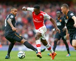 Welbeck cứu Arsenal