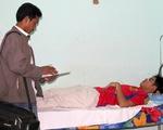Người nhà bệnh nhân đuổi đánh nhân viên y tế