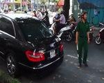 Tài xế đột tử sau vôlăng, xeMercedes lao vào xe khách