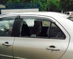 Trộm đập vỡ kính 3 ô tô lấy tài sản trong đêm mưa