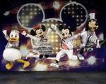 Chuột Mickey  xuất hiện trong Disney live đến VN