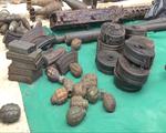 Người dân giao nộp hàng trăm vũ khí, đạn dược thời chiến