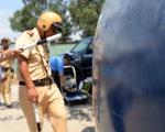 'Ngáo đá' tông thẳng xe vào cảnh sát sau khi gây tai nạn