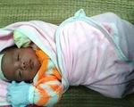 Cứu sống trẻ sơ sinh bị ngạt khí CO do sưởi than củi