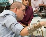 Cấy chip vào não giúp người bị liệt vận động