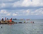 Hàng ngàn người xem đua thuyền truyền thống tại Phú Quốc