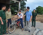 Thượng tá biên phòng đi xin xe đạp cho học trò nghèo
