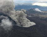 Núi lửa Nhật Bản phun cột khói 11km