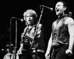 Nobel Văn học 2016: Bob Dylan và những cảnh báo  chiến tranh
