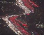 Clip xe kẹt cứng trên cao tốc Mỹ dịp Lễ tạ ơn