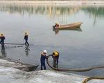 Dùng chế phẩm đặc biệt xử lý ô nhiễm hàng trăm hồ tại Hà Nội