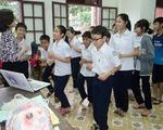Cô giáo dạy tiếng Anh cho trẻ mồ côi Làng SOS