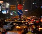 Kẹt xe nghiêm trọng nhiều tuyến đường TP.HCM sau mưa