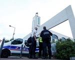 Pháp: lao xe vào đám đông trước đền thờ Hồi giáo để trả thù