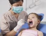 Thận trọng khi nhổ răng sữa cho trẻ