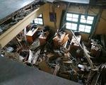 Sập sàn phòng học 60 năm tuổi, 10 học sinh rớt từ tầng 1