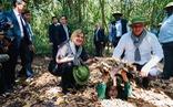 Chủ tịch Cuba cùng phu nhân tham quan địa đạo Củ Chi
