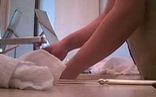 Clip sốc: nhân viên khách sạn Trung Quốc lấy khăn tắm bẩn lau ly tách