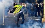 Tổng thống Pháp quyết không hạ thuế bất chấp biểu tình