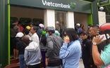 'Ông lớn' ngân hàng lội ngược dòng giảm phí rút tiền ATM
